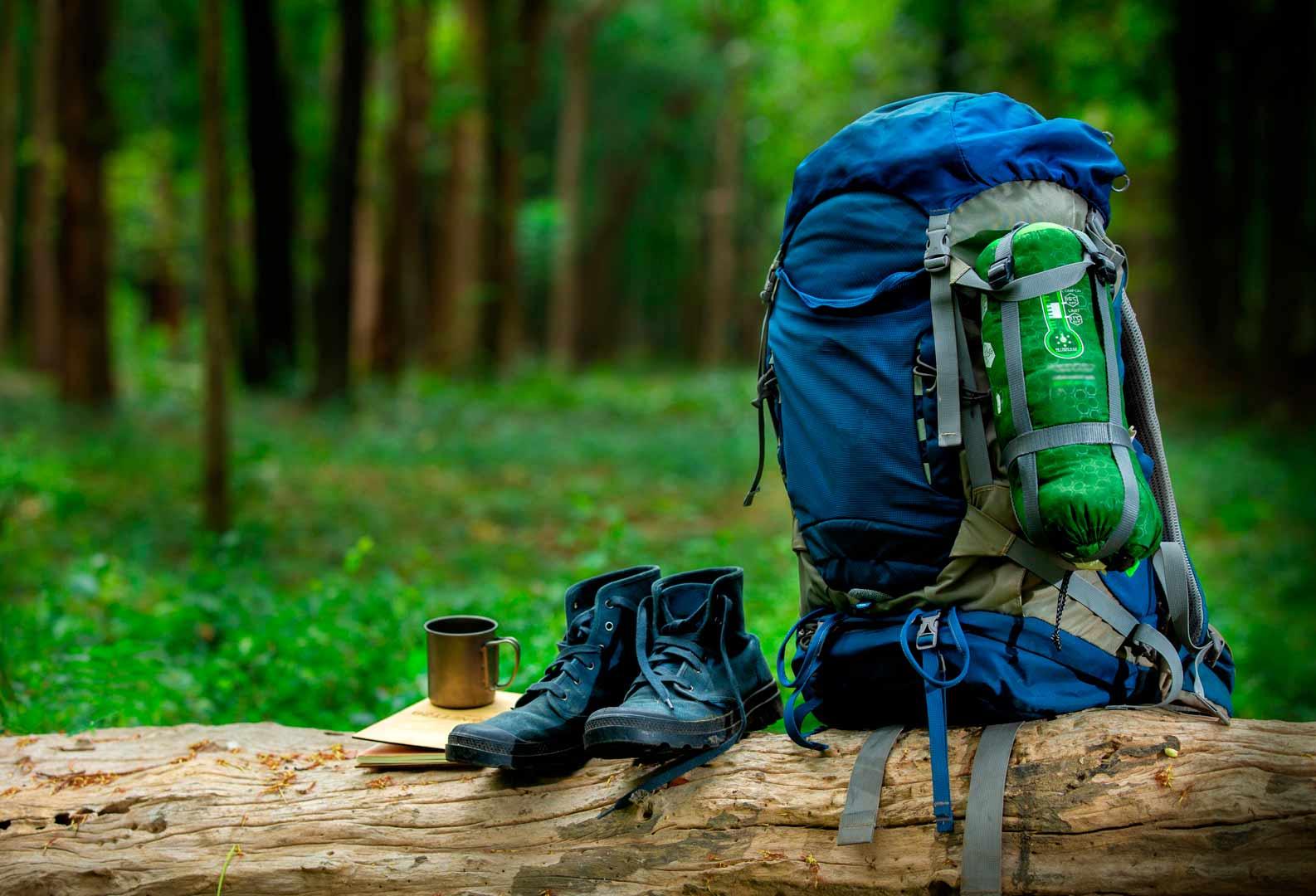 scarpe e zainone da escursionismo